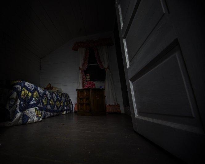 description of a haunted room
